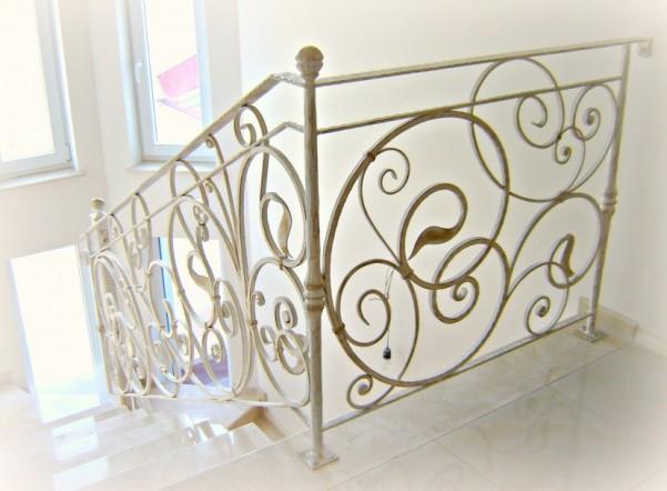De ce sa optezi pentru o balustrada din fier forjat?